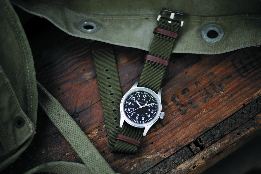 H69429931_Khaki Field Mechanical 38mm_Lifestyle 2 HR